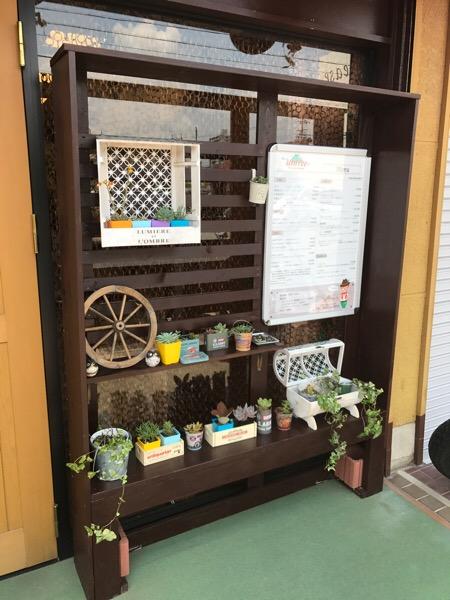 多肉植物のディスプレイ棚